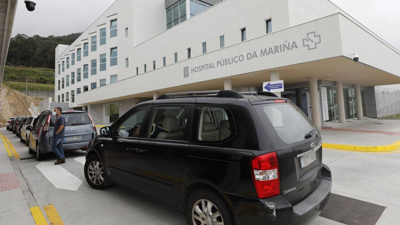 Asturias cumple el deber moral de recordar a las víctimas y honrar su memoria.Técnicos sanitarios del Hospital Universitario Central de Asturias (HUCA), trabajan en el interior de la cabina de seguridad del laboratorio de virología de este centro de referencia del Principado