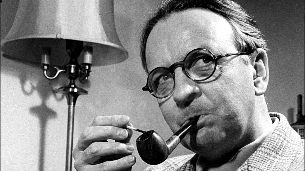 Retrato del escritor Raymond Chandler, creador del personaje.