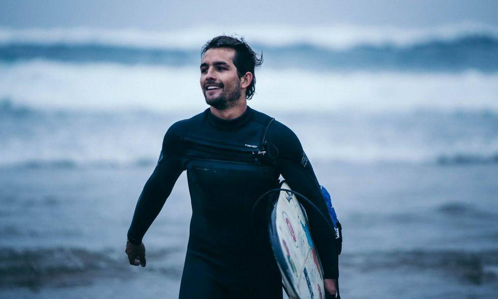 «Desde que recuerdo, en verano siempre he utilizado cualquier cosa para deslizarme por las olas», afirma.