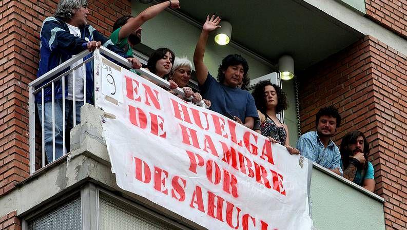 Vídeo con una detención en el desahucio de junio de 2012 en Oviedo.Javier Fernández preside un consejo de Gobierno del Principado