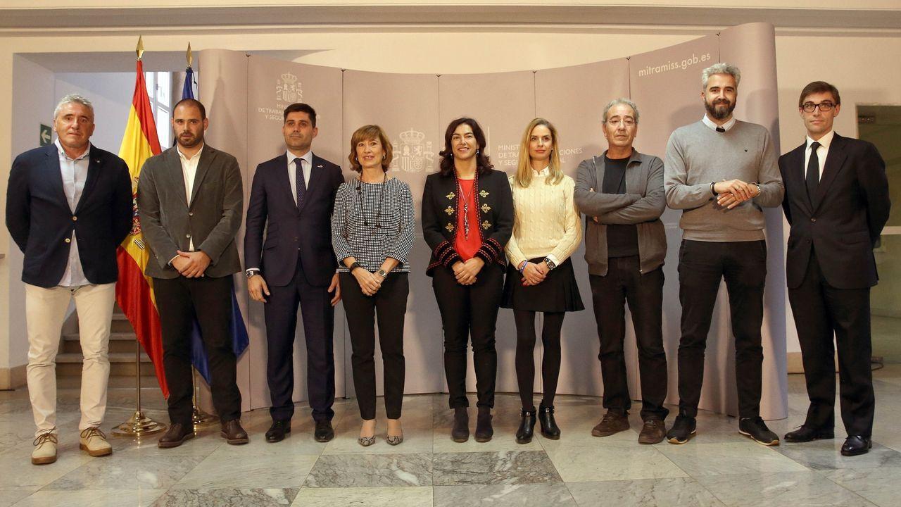 Yolanda Valdeolivas y María José Rienda (centro) presiden la reunión en el Ministerio Trabajo, Migraciones y Seguridad Social para desbloquear la huelga en el fútbol femenino