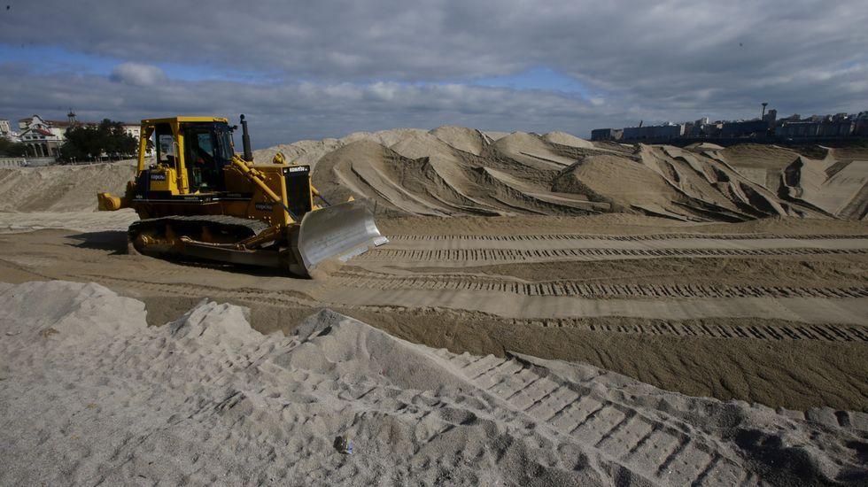 Trabajos para retirar la duna de Riazor