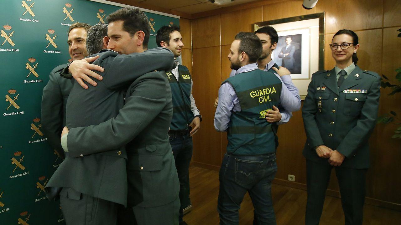 Sigue la búsqueda de Olivia y Anna en Tenerife.Guardias civiles se felicitan por la detención del Chicle durante la rueda de prensa sobre el caso Quer que se dio en A Coruña en el 2018