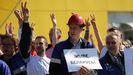 Protestas de trabajadores en huelga en una fabrica de Minsk