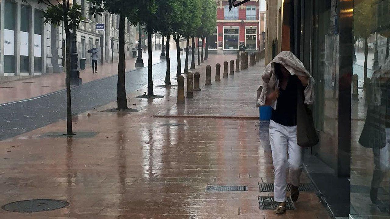 Una fuerte tormenta de granizo ha caído sobre Oviedo