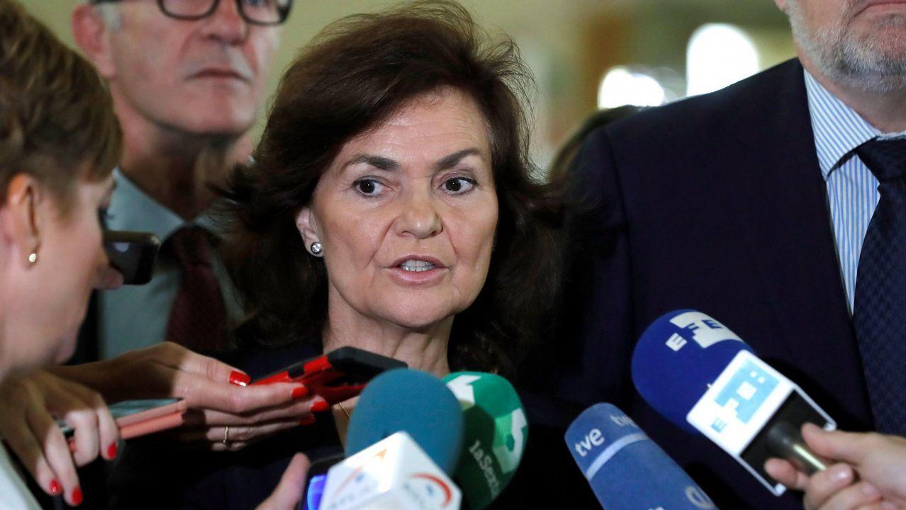 Gritos de dimisión en el Senado contra la ministra de Justicia.Carmen Calvo y Elsa Artadi