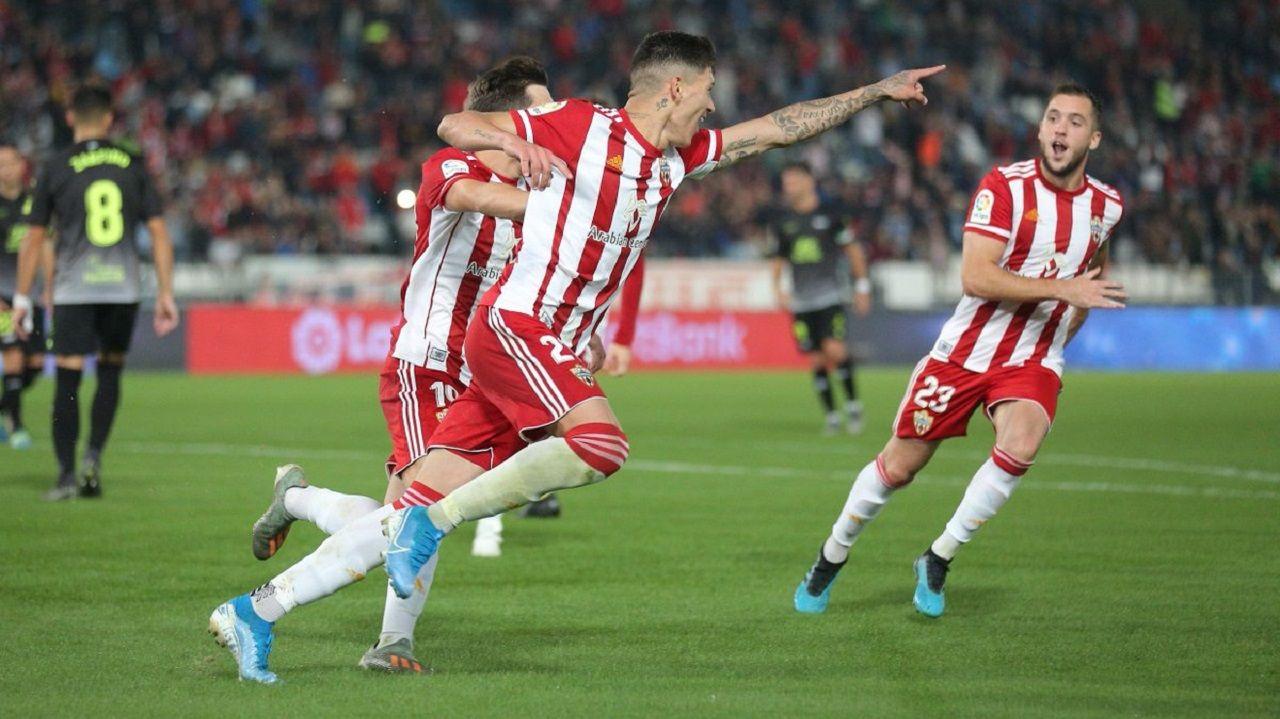 Darwin Núñez celebra su gol en el Almería-Extremadura