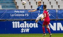 Carlos Hernández despeja un balón ante Andrés Martín durante el Real Oviedo - Rayo Vallecano