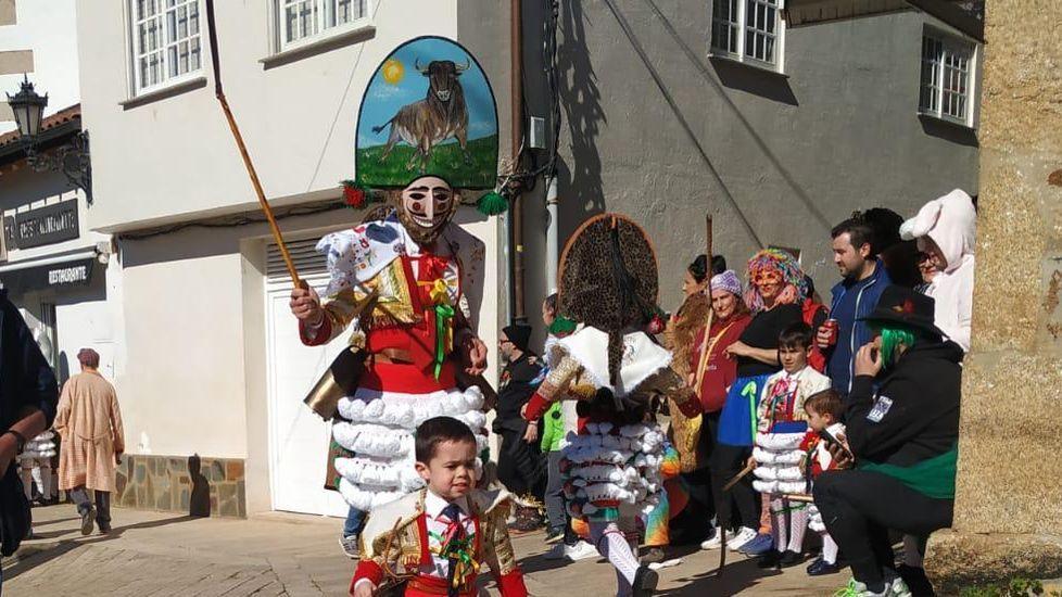 Javier Cubino y su hijo Noel, de peliqueiros en Laza