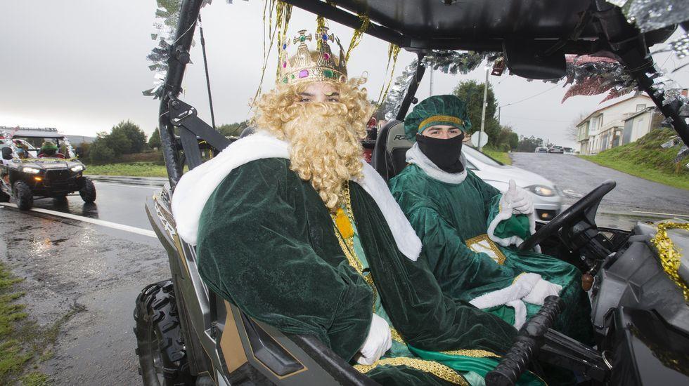 Reyes Magos por Vimianzo, en curiosos vehiculos