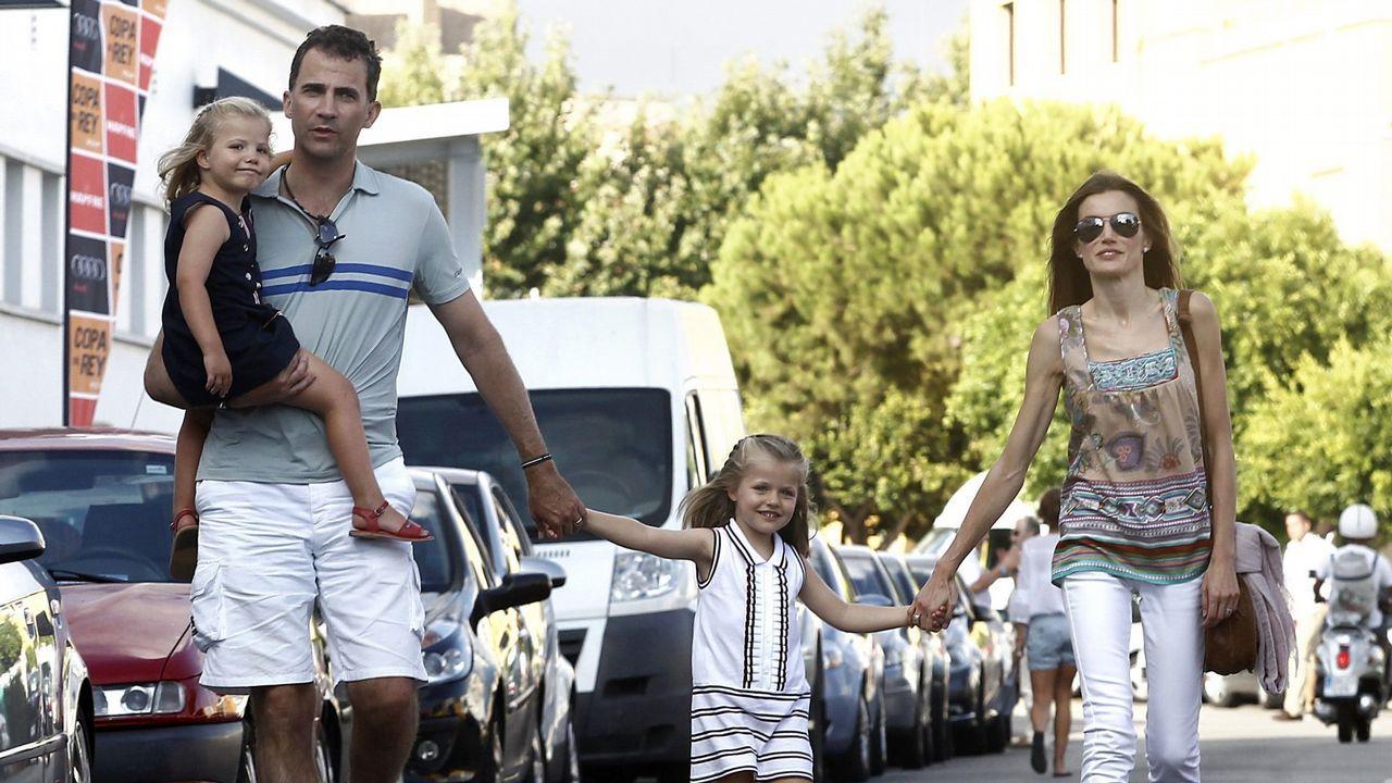 2010. Los príncipes co la infanta Leonor y la infanta Sofía en Palma de Mallorca