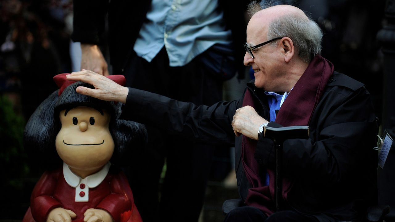 Quino, cuando recibió en octubre del 2014 el premio Príncipe de Asturias de Comunicación y Humanidades e inauguró en el ovetense parque de San Francisco la estatua que recuerda a Mafalda