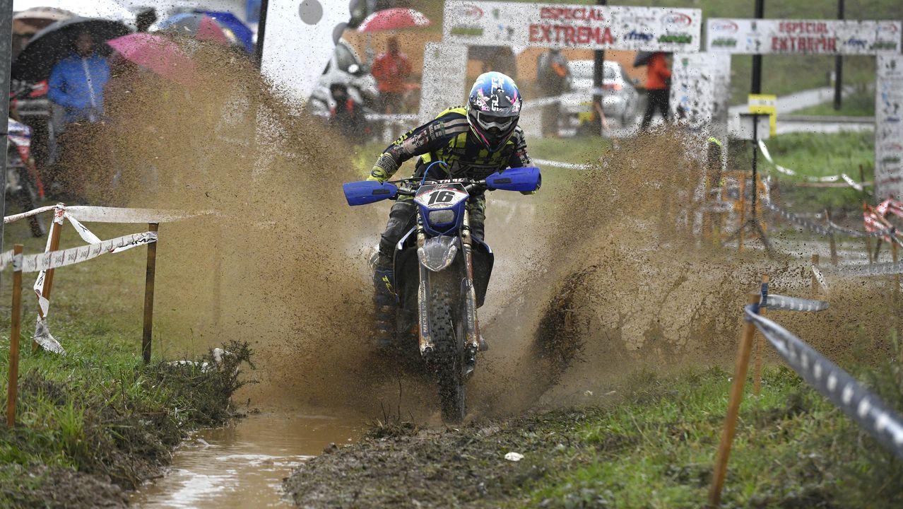 El temporal en Galicia.Alex Márquez celebra el título