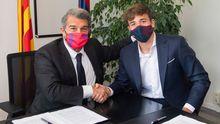 Junto a Joan Laporta la pasada semana, cuando firmó su renovación hasta el 2024.