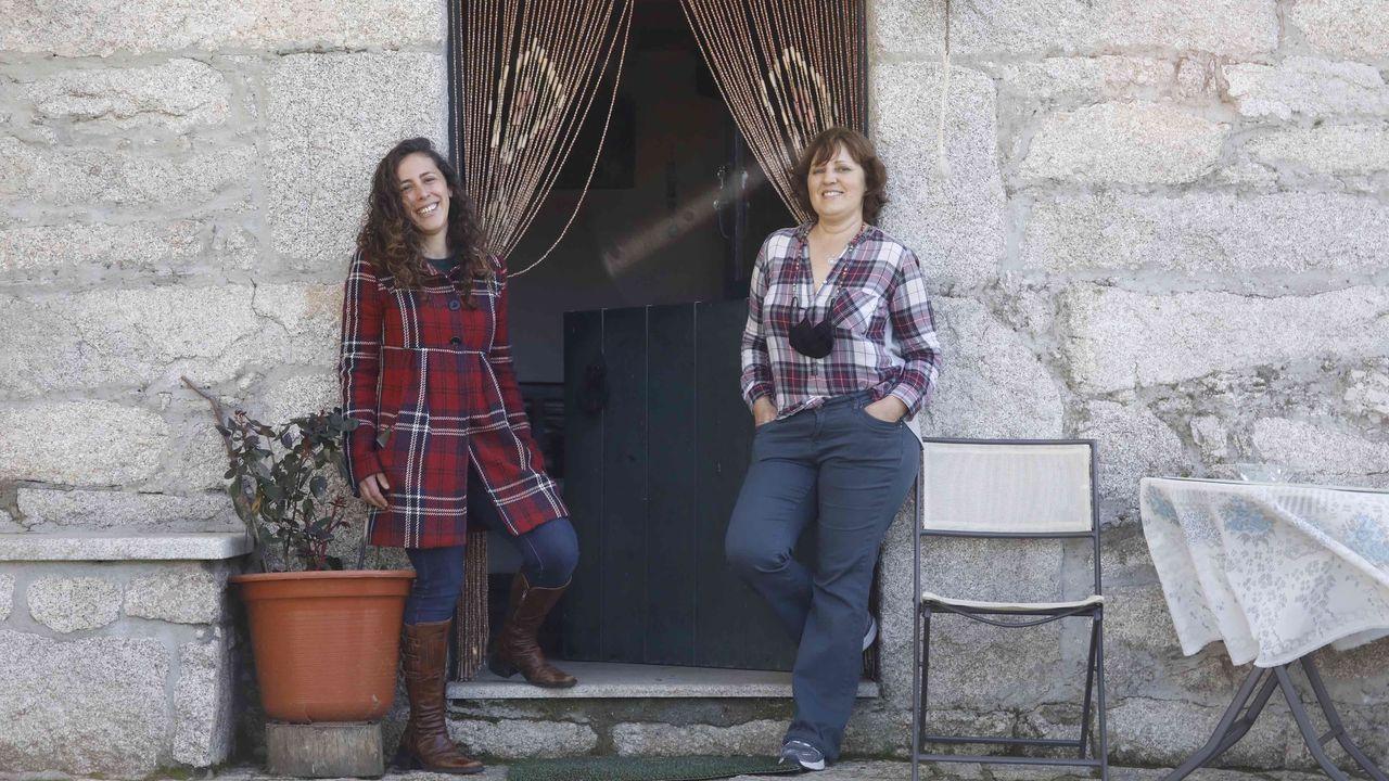 A la izquierda, Alba Carro, la coordinadora de Kids Ucrania en Galicia, y a la derecha la gerente de Rectoral Romeán, Fátima Melo