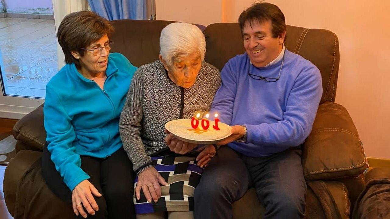 Fiesta ilegal en Láncara.Remedios sopló el viernes las velas de su centenario