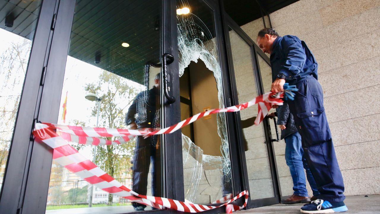 Puerta rota en los juzgados de Vigo