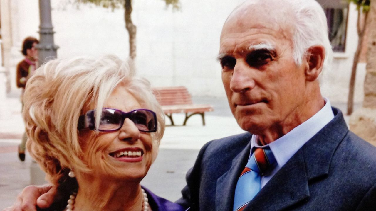 Imagen de archivo de Vituca Casal y su marido Antonio durante la celebración de sus bodas de oro