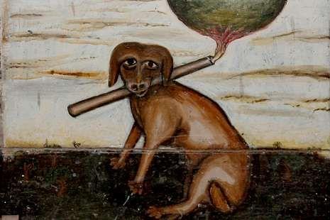 En el frontal del altar hay un perro pintado con una tea ardiendo.