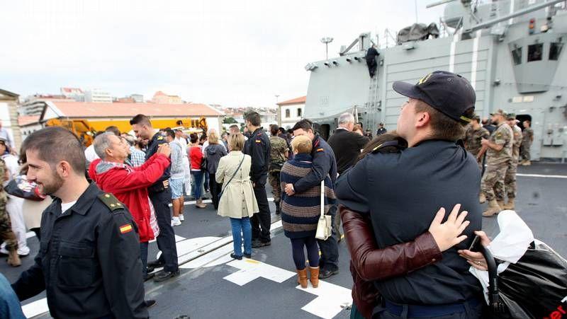 Rajoy destaca la labor de las tropas españolas en África contra la piratería.El general Abajo saludando a las distintas personalidades que asistieron al acto de la Pascua Militar