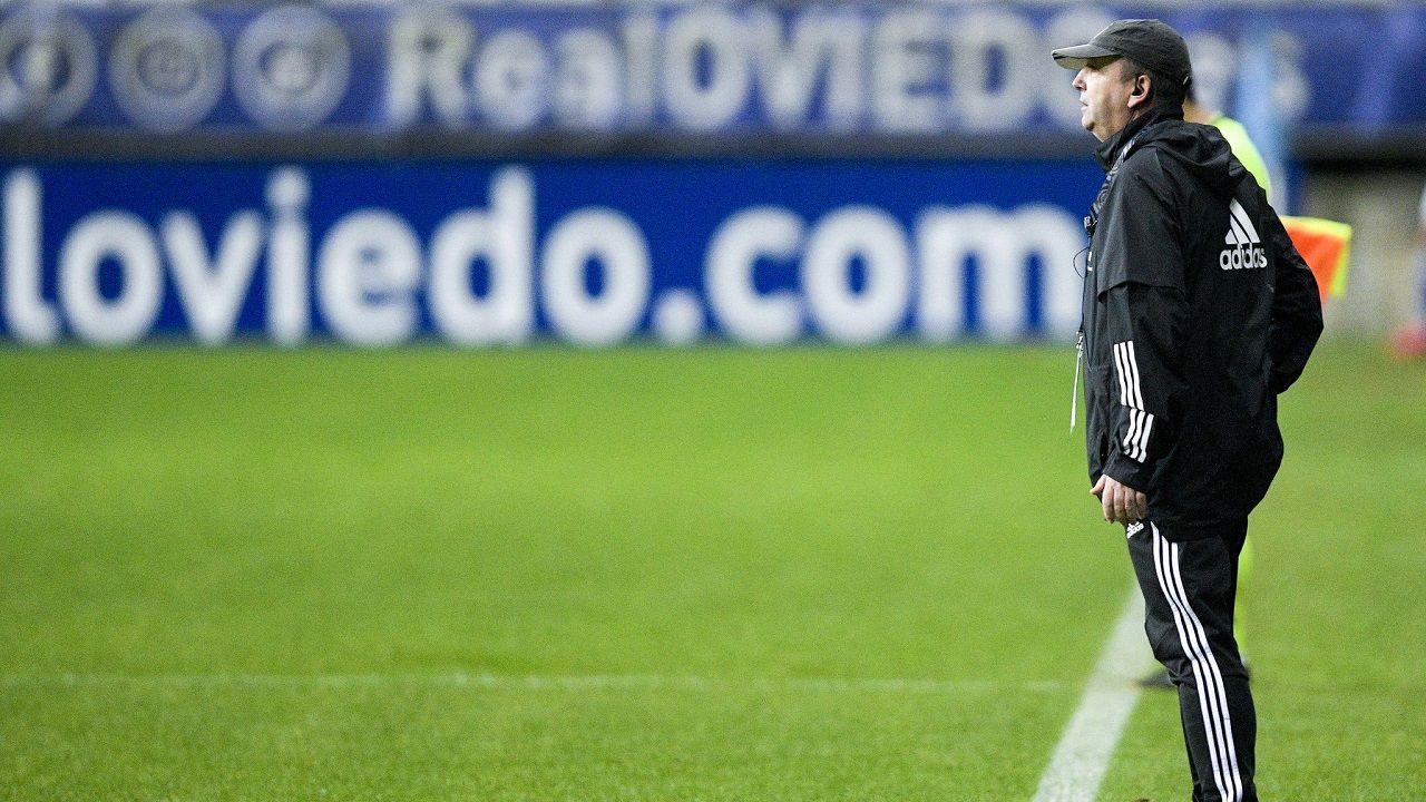 Pablo Cortijo Symmachiarii Carlos Tartiere Real Oviedo.Bingen Arostegi da órdenes desde la banda