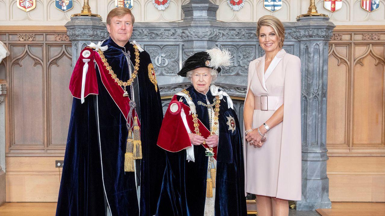 Los reyes Guillermo y Máxima de Holanda, con Isabel II