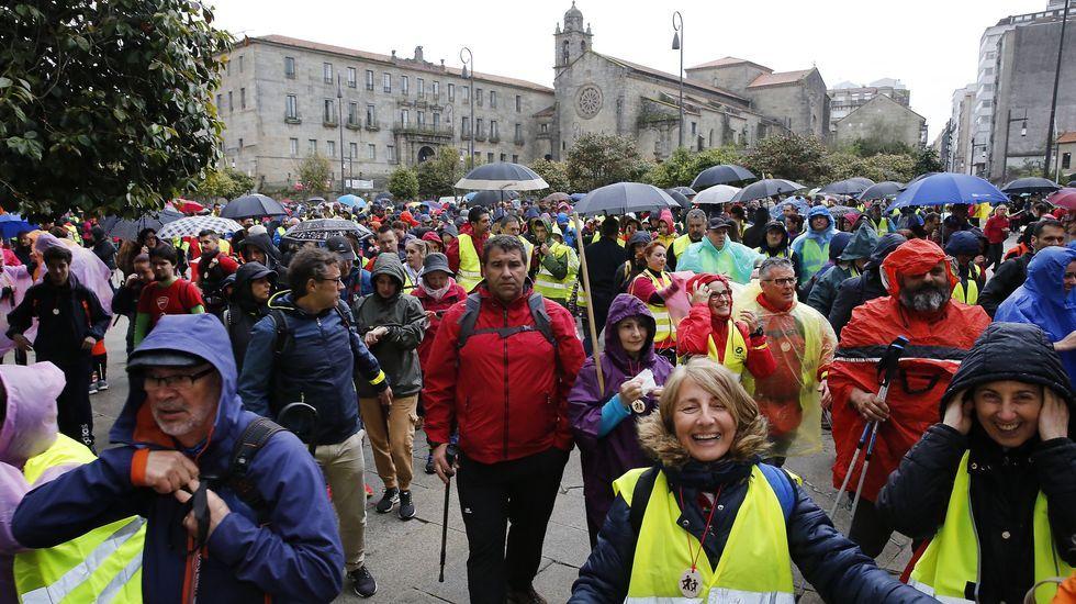 Protesta de familias y alumnos del IES Sánchez Cantón de Pontevedra contra las clases «semipresenciales» en bachillerato