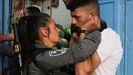 Una soldado reduce a un palestino en Jerusalén en el marco de las protestas palestinas en apoyo a Gaza