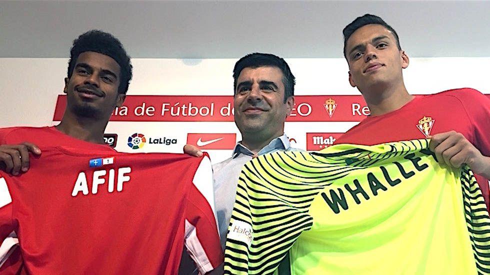Nico Rodríguez posa entre Afif y Whalley.Nico Rodríguez posa entre Afif y Whalley