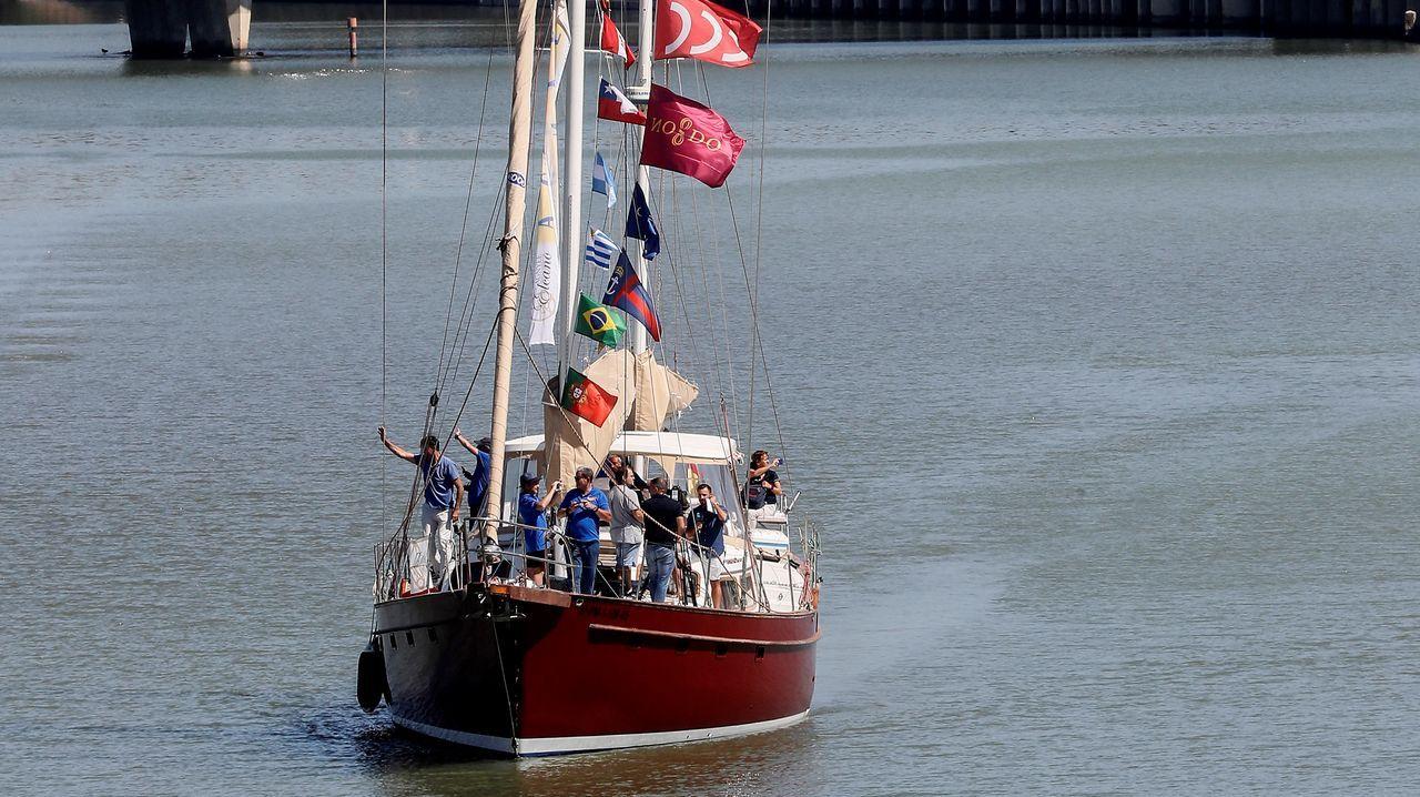 El Thor Heyerdahl, en Marina Coruña.O Pros partindo do porto de Sevilla