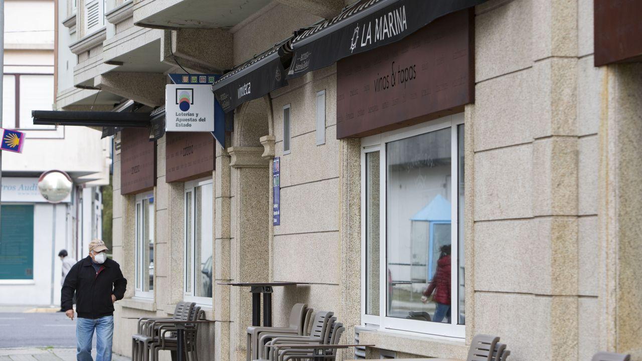 El hotel La Marina de Cee, cerrado por precaución por un positivo próximo a los dueños