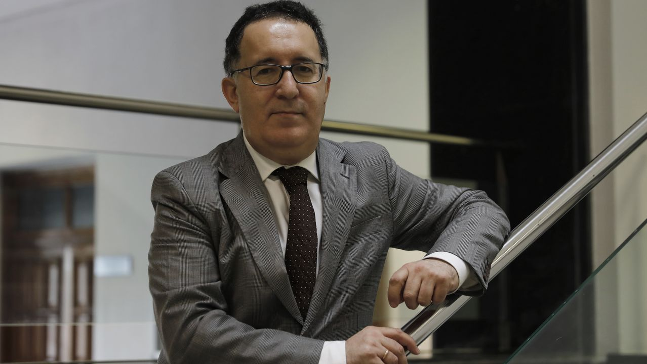 Colas en los juzgados de Vigo.Edificio Administrativo de Servicios Múltiples (EASMU) en Oviedo