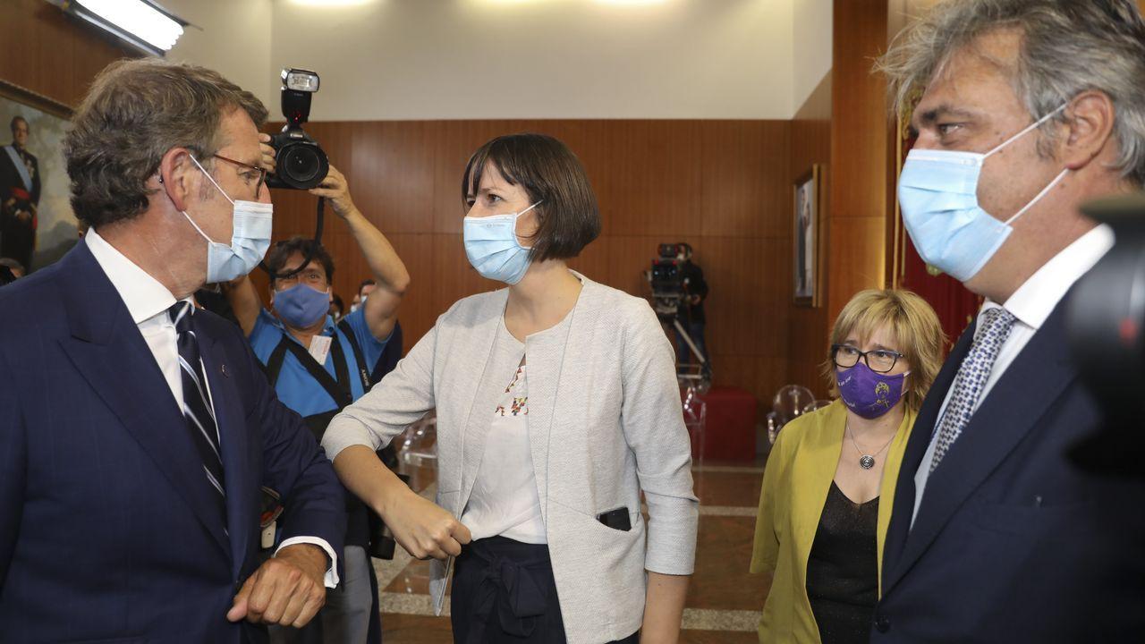 Alberto Núñez Feijoo saluda a Ana Pontón. Al lado, Montse Prado y Pedro Puy