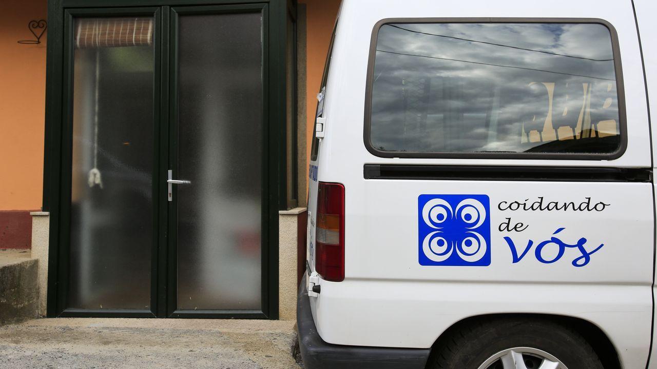 Acceso principal al centro de mayores de A Fonsagrada ya cerrado