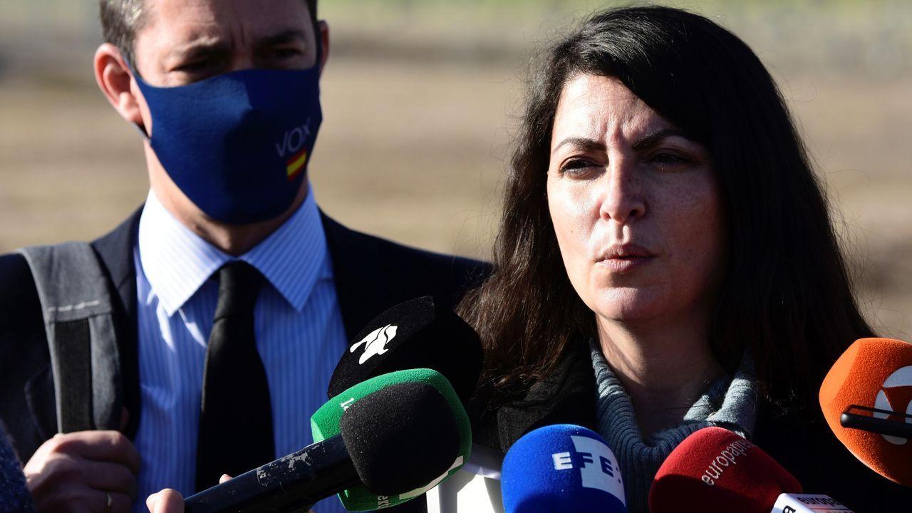 Macarena Olona, este viernes, a las puertas de la prisión de Estremera