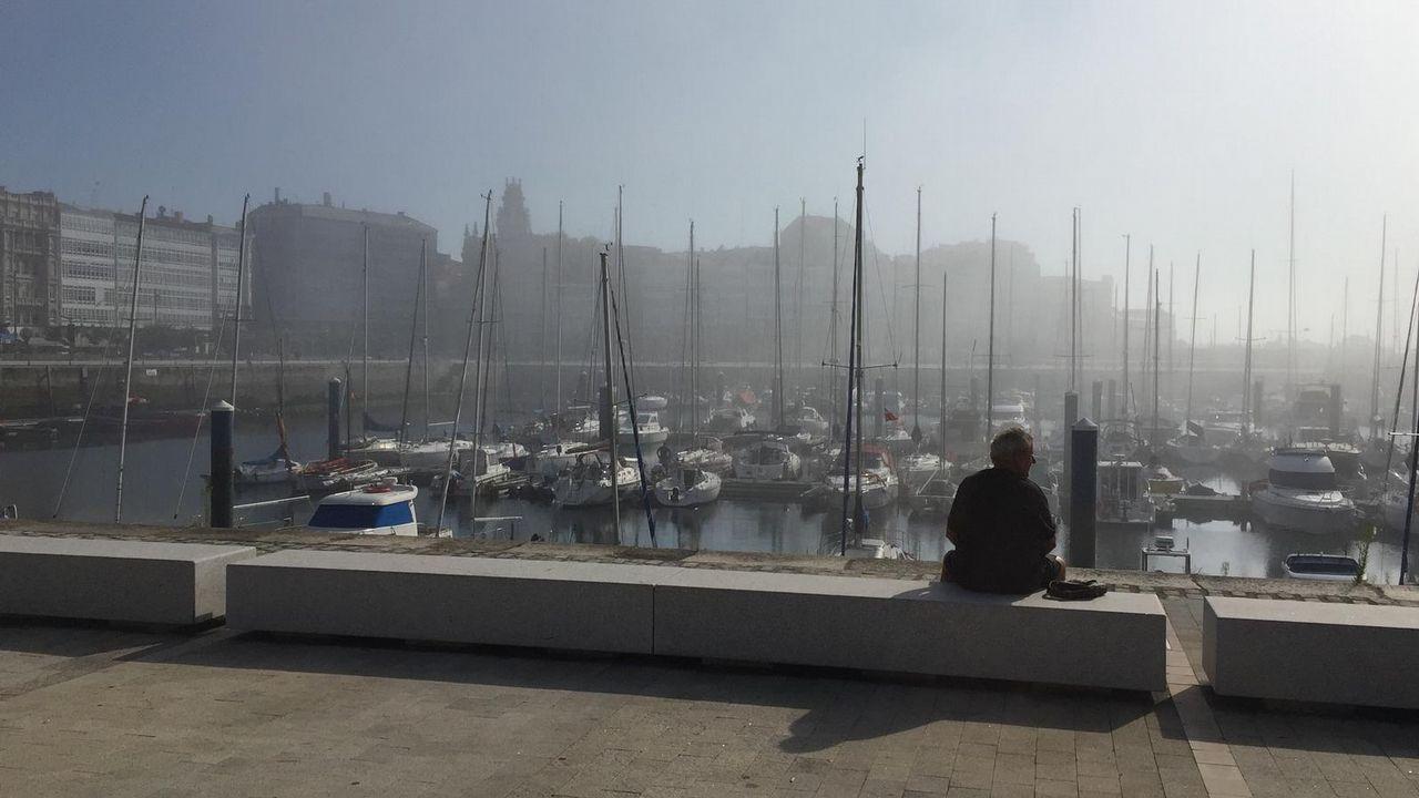 Así fue el rescate de un percebeiro en los acantilados de Cedeira.Niebla en A Coruña