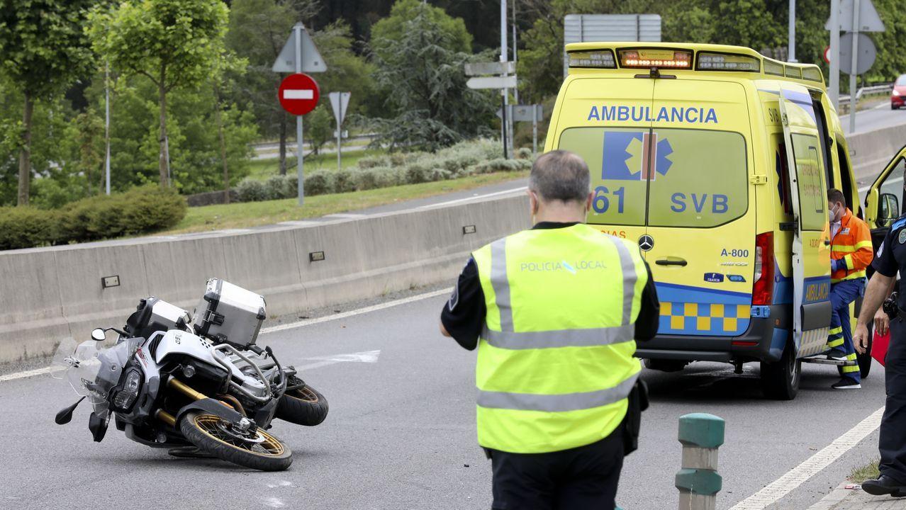 Accidentes de nuevo en aumento: Se redujeron a un tercio en estos cuatro meses a causa de la bajada en el tráfico. En abril fueron solo 13 y el mes pasado ya ascendían a 31, Entre ellos, el accidente de moto en la entrada del polígono del Tambre de la imagen