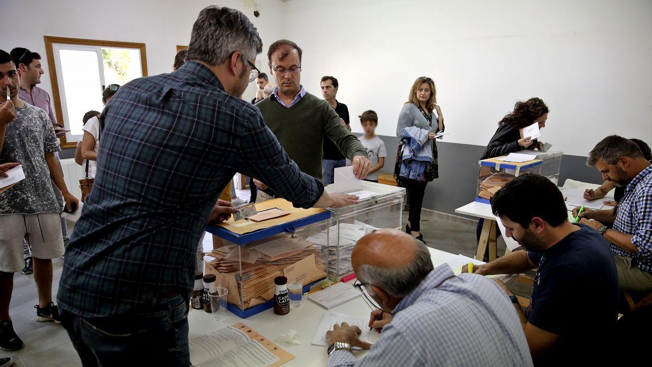 Sotuela, entre Darío Campos (derecha) y Álvaro Santos, antes de un pleno de la Diputación