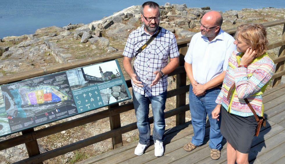 Vila, Muíños y Ces presentaron los nuevos carteles informativos colocados en la zona.