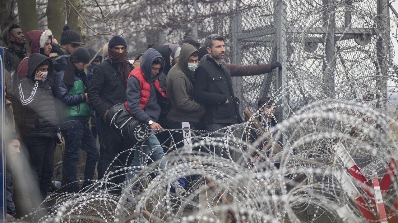 Más de un centenar de personas han protestado contra la política migratoria ante la sede del Consejo Europeo