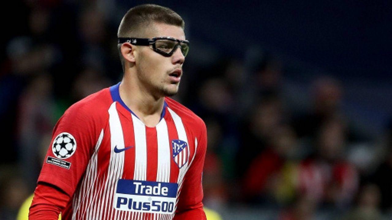 Paco Zas comparece ante la prensa en plena crisis del Deportivo.Nando disputa un balón ante el Sevilla Atlético