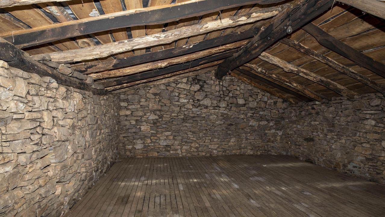 Una vista del interior del sequeiro o secadero de castañas