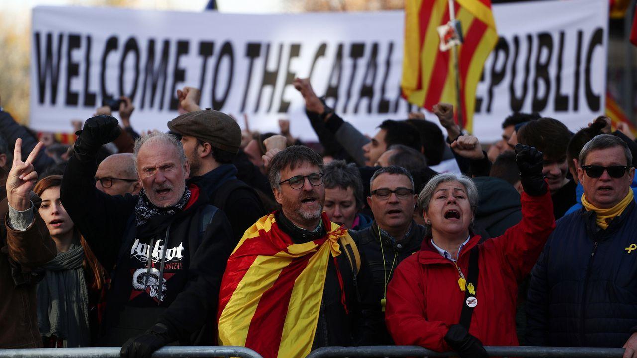 Manifestantes de CDR en la Via Laietana de Barcelona.