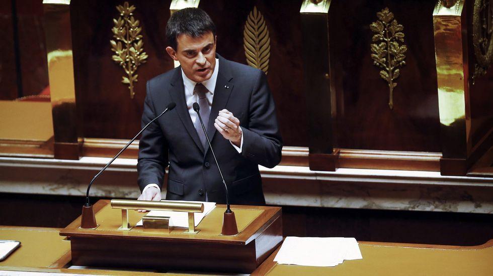 Pedro Sánchez saluda a la vicepresidenta del Partido de los Socialistas Europeos, Elena Valenciano