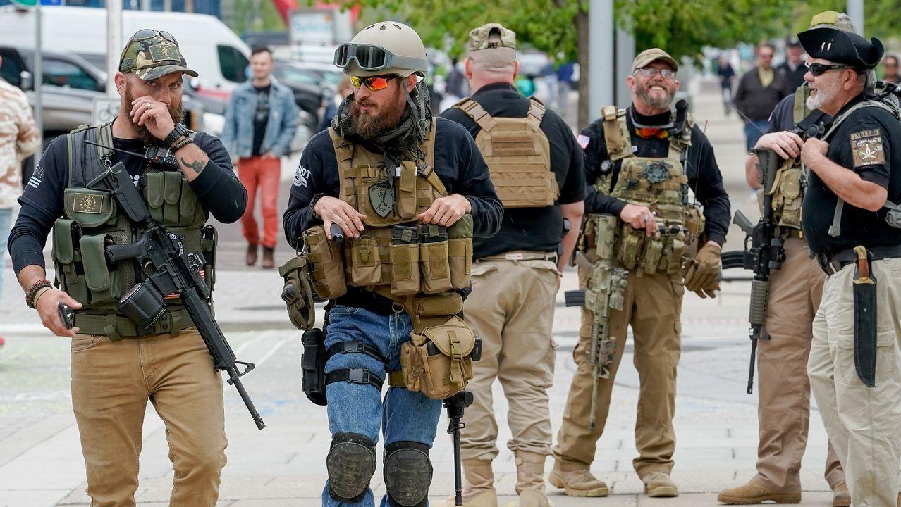 Los miembros de milicias a su llegada a la convención anual de la Asociación Nacional del Rifle (NRA) en Indiana