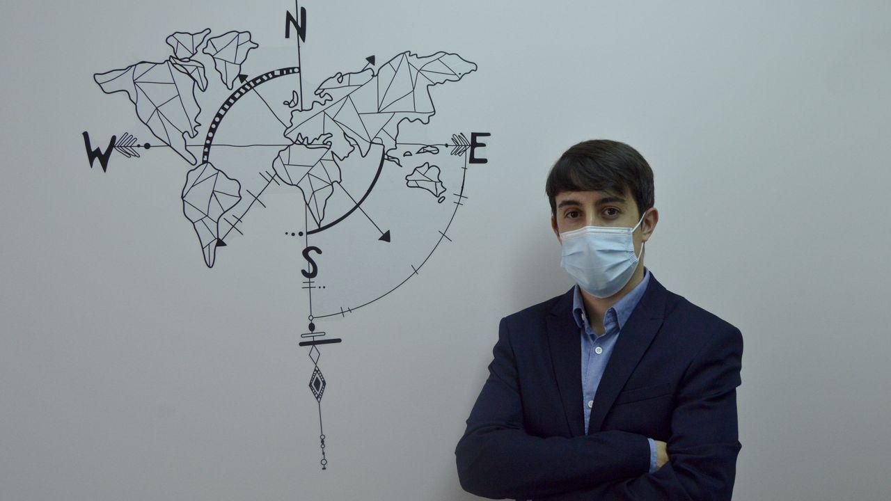 Concentración de colombianos en A Coruña.Carlos Malvar, abogado pontevedrés experto en extranjería, en su despacho