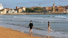 La playa de San Lorenzo de Gijón.