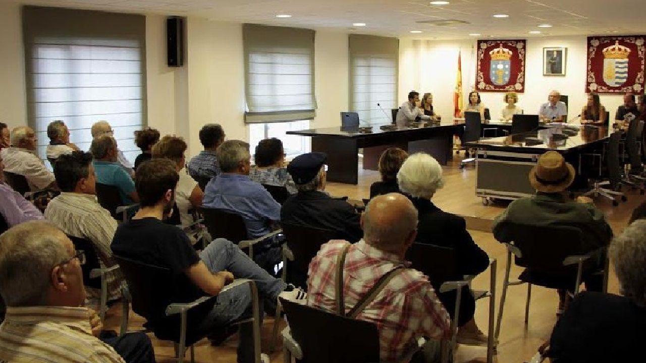 Imagen de la reunión de los expropiados convocada por el actual gobierno en septiembre del 2019.