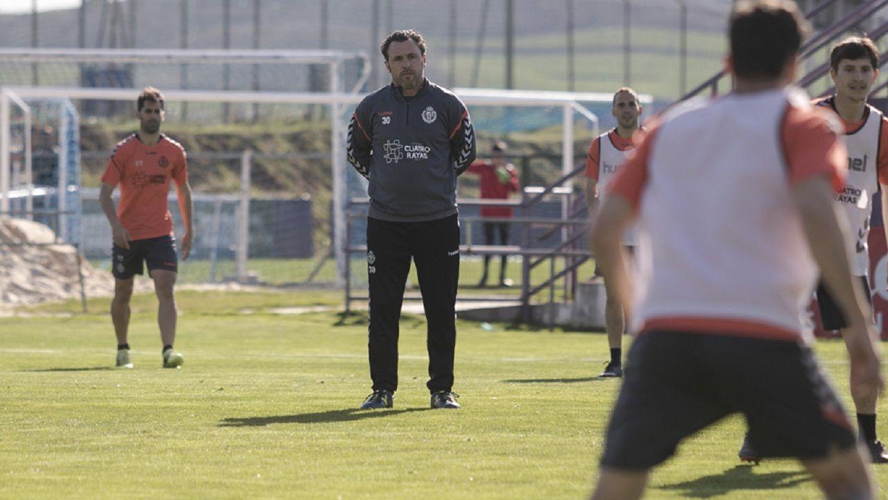 Alineacion Real Oviedo Valladolid Carlos Tartiere.Sergio González en un entrenamiento