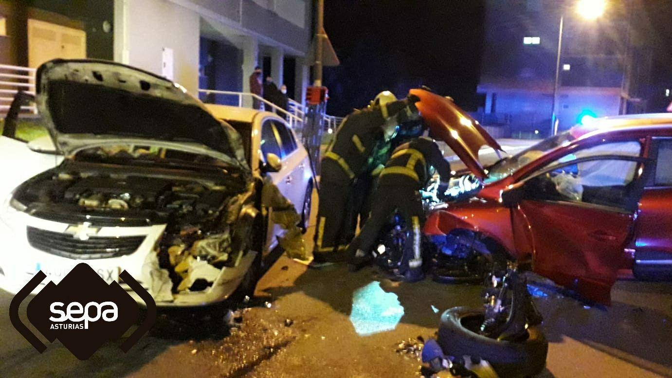 Los bomberos tuvieron que intervenir en el accidente